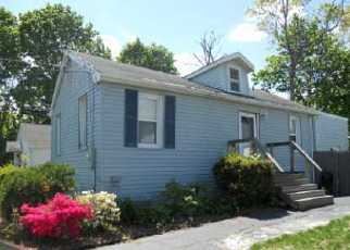 Pre Foreclosure in Farmingville 11738 WOODMONT PL - Property ID: 1235289165