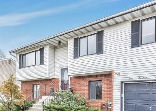 Pre Foreclosure in Lindenhurst 11757 E JOHN ST - Property ID: 1235573418
