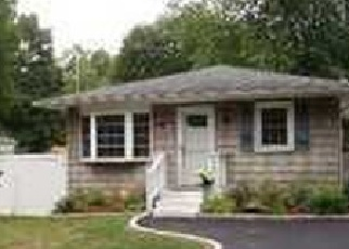 Pre Foreclosure in Yaphank 11980 CRESCENT ST - Property ID: 1237132611