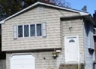 Pre Foreclosure in West Babylon 11704 OUTLOOK AVE - Property ID: 1238939244