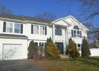 Pre Foreclosure in Copiague 11726 JAQUELINE CT - Property ID: 1239107433