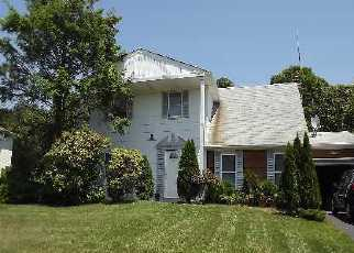 Pre Foreclosure in Coram 11727 RUDYS LN - Property ID: 1239478849