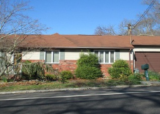 Pre Foreclosure in Farmingville 11738 BERKSHIRE DR - Property ID: 1240825605