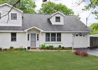 Pre Foreclosure in Ronkonkoma 11779 WARREN AVE - Property ID: 1241404160