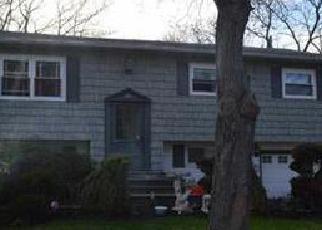 Pre Foreclosure in Centereach 11720 FIESTA DR - Property ID: 1241823308
