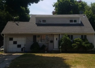 Pre Foreclosure in Brentwood 11717 FRANK ST - Property ID: 1242892401