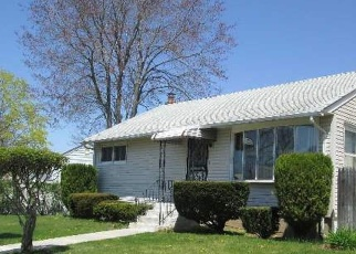 Pre Foreclosure in Amityville 11701 AVON DR - Property ID: 1242956798