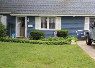 Pre Foreclosure in West Babylon 11704 10TH ST - Property ID: 1243146879