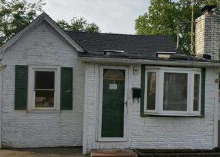 Pre Foreclosure in Lindenhurst 11757 E MINERVA RD - Property ID: 1243486742
