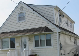 Pre Foreclosure in Lindenhurst 11757 W MARINE AVE - Property ID: 1243526591