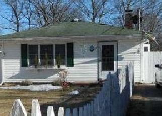 Pre Foreclosure in Shirley 11967 ALLANWOOD DR - Property ID: 1243848952