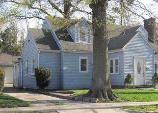 Pre Foreclosure in Westbury 11590 WINTHROP ST - Property ID: 1244037713