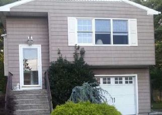 Pre Foreclosure in Medford 11763 EXPRESSWAY DR N - Property ID: 1244062228