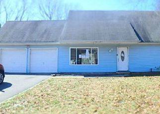 Pre Foreclosure in Coram 11727 OLD TOWN RD - Property ID: 1244606635