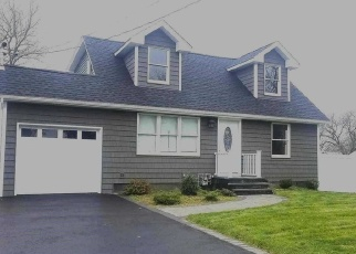 Pre Foreclosure in East Islip 11730 WANTAGH AVE - Property ID: 1244779637