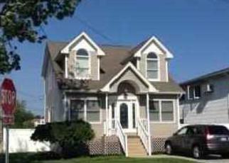 Pre Foreclosure in Lindenhurst 11757 MIRAMAR BLVD - Property ID: 1245820703