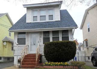Pre Foreclosure in Staten Island 10302 BEEKMAN ST - Property ID: 1246812265