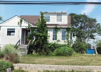 Pre Foreclosure in Lindenhurst 11757 E SHORE RD - Property ID: 1246905110