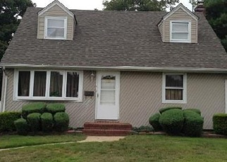 Pre Foreclosure in Westbury 11590 CIRCLE DR - Property ID: 1247049206