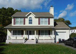 Pre Foreclosure in Centereach 11720 GAYNOR RD - Property ID: 1247413613