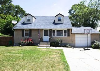 Pre Foreclosure in Ronkonkoma 11779 FOSTER RD - Property ID: 1248977613