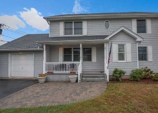 Pre Foreclosure in Babylon 11702 W MAIN ST - Property ID: 1250048910