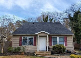 Pre Foreclosure in Patchogue 11772 LAKE DR - Property ID: 1250096644