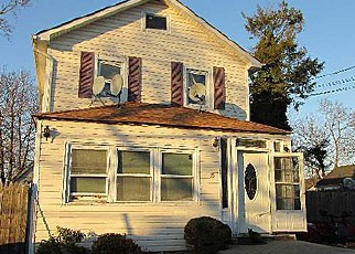 Pre Foreclosure in Huntington Station 11746 W 4TH ST - Property ID: 1250575791