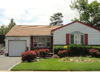 Pre Foreclosure in Hicksville 11801 WELLESLEY LN - Property ID: 1250718569