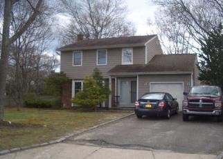 Pre Foreclosure in Farmingville 11738 CHESHIRE DR - Property ID: 1251155663
