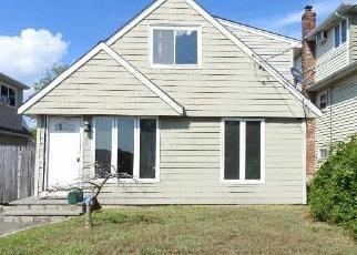 Pre Foreclosure in Babylon 11702 E JACKSON AVE - Property ID: 1251167934