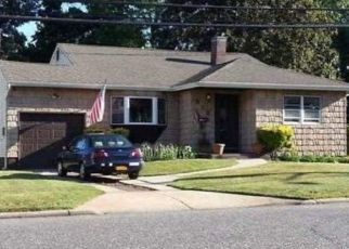 Pre Foreclosure in Brentwood 11717 2ND AVE - Property ID: 1252547544