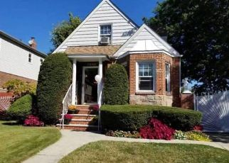Pre Foreclosure in Fresh Meadows 11365 187TH ST - Property ID: 1252570311