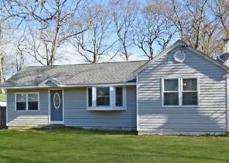 Pre Foreclosure in Shirley 11967 BAYBRIGHT DR E - Property ID: 1253044644