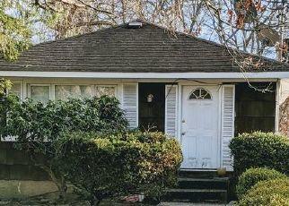 Pre Foreclosure in Mastic 11950 ELEANOR AVE - Property ID: 1253140112