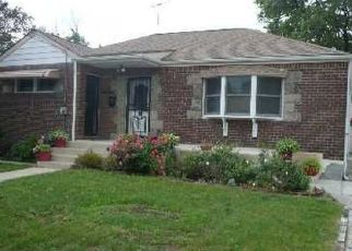 Pre Foreclosure in Uniondale 11553 OAKLEY ST - Property ID: 1253254880