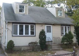 Pre Foreclosure in Huntington Station 11746 E 6TH ST - Property ID: 1254057233