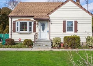 Pre Foreclosure in West Islip 11795 COTTER ST - Property ID: 1256816472