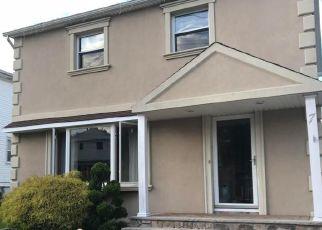 Pre Foreclosure in Staten Island 10306 E BROADWAY - Property ID: 1259125922