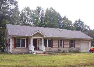 Pre Foreclosure in Weems 22576 MOCCASIN TRL - Property ID: 1261265858