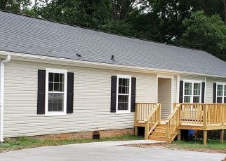 Pre Foreclosure in Simpsonville 29681 COX ST - Property ID: 1262108966