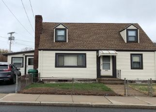 Pre Foreclosure in Medford 02155 FULTON ST - Property ID: 1268529658