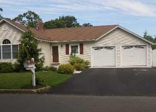 Pre Foreclosure in Smithtown 11787 CAROLINE AVE - Property ID: 1270241694