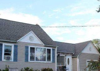 Pre Foreclosure in Shirley 11967 TRAFALGAR DR - Property ID: 1279456219