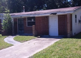 Pre Foreclosure in Jacksonville 32208 GISBORNE DR - Property ID: 1287084419