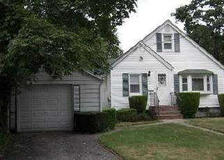 Pre Foreclosure in Bay Shore 11706 GARFIELD ST - Property ID: 1288885365
