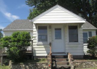 Pre Foreclosure in Bettendorf 52722 12TH ST - Property ID: 1290588208