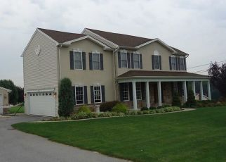 Pre Foreclosure in Spring Grove 17362 OAK RIDGE DR - Property ID: 1293350967