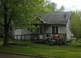 Pre Foreclosure in Winamac 46996 N HATHAWAY ST - Property ID: 1295964340