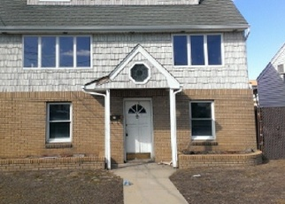 Pre Foreclosure in Lindenhurst 11757 E SEACREST AVE - Property ID: 1299014389